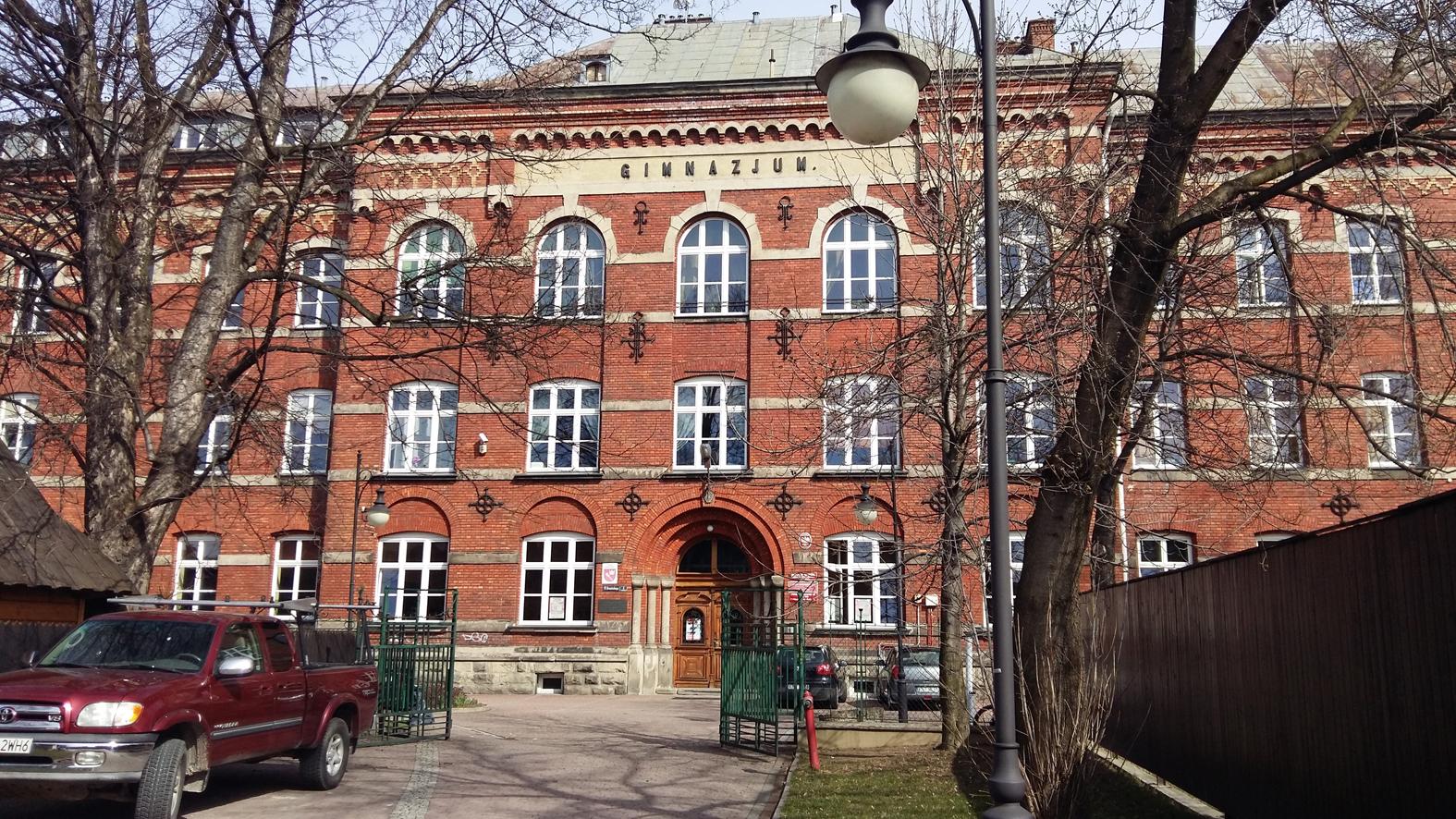 Rewaloryzacja elewacji budynku 1 LO w Nowym Targu